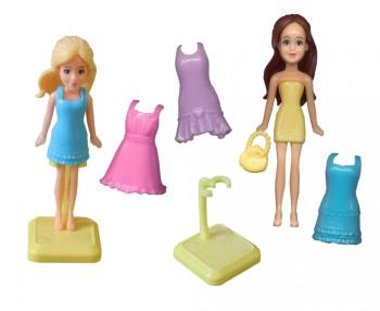 Puppen mit versch. Kleidern