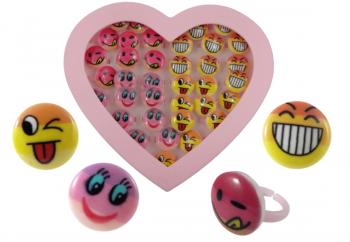 Ringe mit lachenden Gesichtern in Herzdose